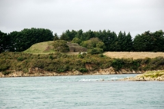 Tumulus-dolmen de l'île Gavrinis - Brezhoneg: Gavriniz, gant he c'harn brudet, savet war-dro -3500.