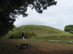 Tumulus-dolmen de l'île Gavrinis - Deutsch: Cairn von Gavrinis, aus West