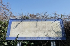 Dolmen du Mané-Rutual - English: Locmariaquer, France. Dolmen du Mané-Rutual. Sign: