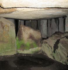 Dolmen du Mané-Rutual - Deutsch: Grabkammer des Dolmen von Mane Rethual bei Locmariaquer, Morbihan