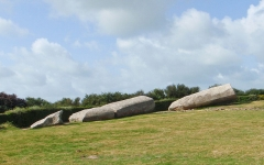 Grand menhir de Men-er-Grah - English: The Broken Menhir of Er Grah in Locmariaquer, Brittany