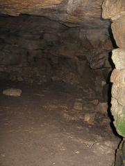 Tumulus avec dolmen du Mamé-er-Hroëk, dit aussi du Ruyk - Deutsch: Grabkammer Mane er Hroech