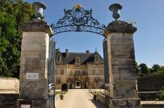 Allée couverte coudée de Mané-er-Loh, dite Mané-Bras - Deutsch: Schloss Tanlay, Tor und Kleines Schloss