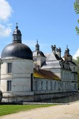 Allée couverte coudée de Mané-er-Loh, dite Mané-Bras - Chateau de Tanlay , Yonne, France