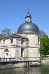 Allée couverte coudée de Mané-er-Loh, dite Mané-Bras - Chateau de Tanlay, Yonne, France