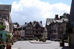 Maison du 15e siècle, appelée Maison de la Truie qui file, ou Maison des Singes - Français:   Place du Bouffay à Malestroit (Morbihan, France).