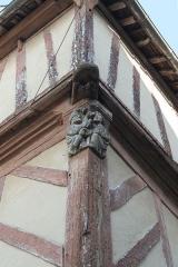 Maison du 15e siècle, appelée Maison de la Truie qui file, ou Maison des Singes - Français:   Maison de la Truie-qui-File à Malestroit.