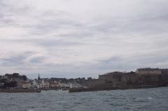 Citadelle du Palais, à Belle-Ile-en-Mer -  Description =Belle-ile Le Palais entrée du_port et sa citadelle  Source =Photo taken by Remi Jouan Date =Avril 2003 Author =Remi Jouan