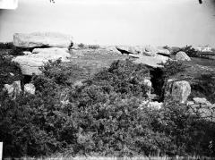 Trois dolmens dans le tumulus de Rondossec - French photographer and archaeologist