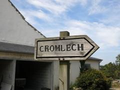 Quadrilatère de Crucuno - Français:   Panneau annonçant le Cromlech de Crucuno situé sur la commune d\'Erdeven