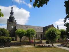 Eglise Saint-Thuriau - Français:   Église Saint-Thuriau de Plumergat: vue coté sud.