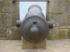 Fortifications de la ville : Citadelle et remparts - English: A marine fortress cannon of the XVIIth century in Port-Louis, Morbihan, France