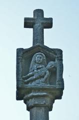 Chapelle Saint-Vincent à Saint-Doué - Français:   Croix à bannière de la Chapelle Saint-Vincent - Questembert (Morbihan)