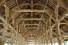 Vieilles halles - Français:   Halles de Questembert dans le Morbihan en Bretagne. Le batiment et son architecture datent du 16e siècle
