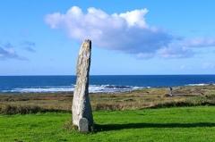 Premier menhir de Mané-Meur - Français:   un menhir à Quiberon, sur la côte sauavage