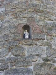 Château de l'Hermine - Français:   Statue dans une niche de la tour, 11 place des Lices, à Vannes (Morbihan, France)