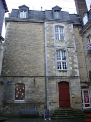 Hôtel Saint-Georges - Français:   Vannes (Morbihan, France): l\'hôtel Saint-Georges, vu depuis la place Valencia