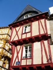 Maison -  Vannes vieille maison place  Henri IV Oct 2004 Auteur: Rv