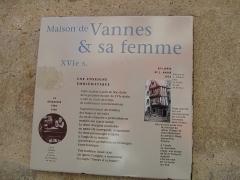 Maison dite de Vannes et sa femme - עברית: שלט הסבר על בית ואן ואשתו בעיר ואן, צרפת