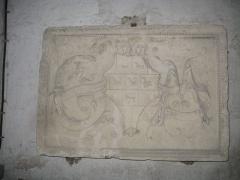 Eglise Notre-Dame - Armes de Guillaume II de Marillac, bas relief en calcaire de Chaptuzat, dans Église Notre-Dame d'Aigueperse