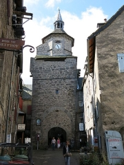 Beffroi - English:   Look from the inner side of the belfry of Besse-et-Saint-Anastaise (Puy-de-Dôme, France).