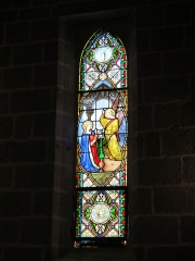 Chapelle Notre-Dame de Vassivière - English: Stained glass window about Annunciation in the chapel of Notre-Dame de Vassivière (Puy-de-Dôme, France).