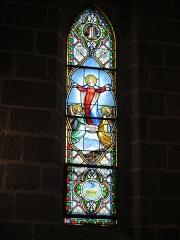 Chapelle Notre-Dame de Vassivière - English: Stained glass window about Assumption in the chapel of Notre-Dame de Vassivière (Puy-de-Dôme, France).