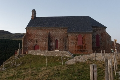 Chapelle Notre-Dame de Vassivière - Français:   Façade sud de la chapelle Notre-Dame de Vassivière à Besse-et-Saint-Anastaise, dans le Puy-de-Dôme.