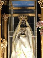 Chapelle Notre-Dame de Vassivière - Français:   Notre Dame de Vassivière, vierge noire de l\'église Saint André de Besse-et-Saint-Anastaise (Puy-de-Dôme).