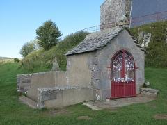 Chapelle Notre-Dame de Vassivière - English: Cabin of the spring of the chapel of Notre-Dame de Vassivière (Puy-de-Dôme, France).