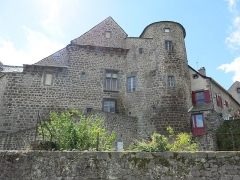 Ancien château du Bailli - English: Castle of the Bailli at Besse-et-Saint-Anastaise (Puy-de-Dôme, France).