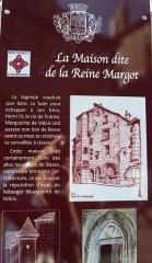 Maison dite de la reine Margot - Français:   Panneau d\'informations historiques relatives  à la Maison dite reine Margot, Besse-et-Saint-Anastaise (Puy-de-Dôme).