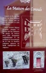 Maison - Français:   Panneau d\'informations historiques relatives  à la Maison des consuls, Besse-et-Saint-Anastaise (Puy-de-Dôme).