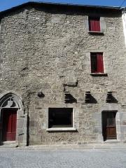 Maison - Français:   Une ville médiévale   Besse-et-Saint-Anastaise dans les   Monts_Dore Puy-de-Dôme