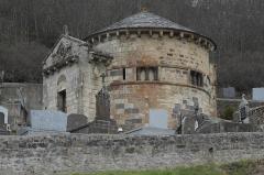 Monument sépulcral - Deutsch:   Friedhofskapelle Chambon-sur-Lac in Chambon-sur-Lac im Département Puy-de-Dôme (Auvergne-Rhône-Alpes/Frankreich)