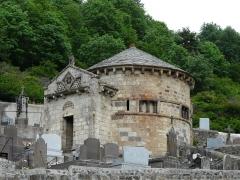 Monument sépulcral - Français:   Chapelle funéraire de Chambon-sur-Lac, Puy-de-Dôme, France.