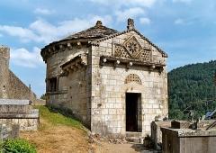 Monument sépulcral - Français:   France - Auvergne - Puy-de-Dôme - Chapelle funéraire de Chambon-sur-Lac