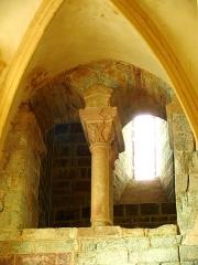 Ancien sanctuaire de Saint-Genes - Français:   Manglieu - Abbatiale Saint-Sébastien - Arcades du narthex vers le bas-côté sud