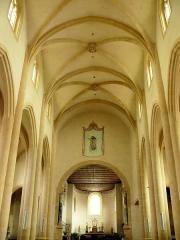 Ancien sanctuaire de Saint-Genes - Français:   Manglieu - Abbatiale Saint-Sébastien - Nef gothique et chœur. L\'unique arc-diaphragme qui sépare la nef du chœur est aussi un arc triomphal.