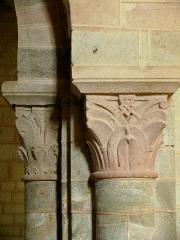 Ancien sanctuaire de Saint-Genes - Français:   Manglieu - Abbatiale Saint-Sébastien - Chapiteaux du porche
