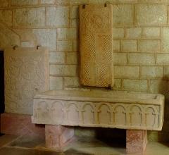 Ancien sanctuaire de Saint-Genes - Français:   Manglieu - Abbatiale Saint-Sébastien - Les cercueils du VIe et XIe siècles