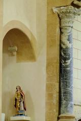 Ancien sanctuaire de Saint-Genes - Français:   Manglieu - Abbatiale Saint-Sébastien - Colonne et chapiteau en marbre de l\'arc triomphal