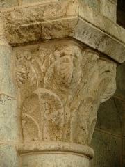 Ancien sanctuaire de Saint-Genes - Français:   Manglieu - Abbatiale Saint-Sébastien - Chapiteau du narthex