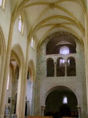 Ancien sanctuaire de Saint-Genes - Français:   Manglieu - Abbatiale Saint-Sébastien - Narthex et nef