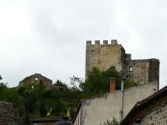Ruines du château fort - Français:   Le château de Montaigut-le-Blanc, Puy-de-Dôme, France.