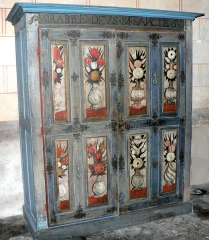Eglise abbatiale Saint-Pierre - Français:   Armoire à reliquaires dans l\'abbaye de Mozac.
