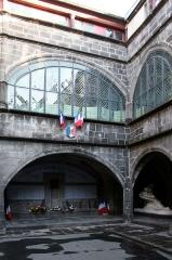Hôtel de ville -  Cour intérieure de la mairie de Riom.