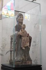 Eglise Sainte-Agathe - Deutsch:   Katholische Pfarrkirche Sainte-Croix, auch Sainte-Agathe, in Ris im Département Puy-de-Dôme (Auvergne-Rhône-Alpes), romanische Madonna mit Kind