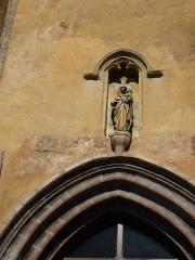 Eglise Sainte-Agathe - Français:   Cette statut se situe au-dessus de l\'entrée de l\'église de Ris (Puy-de-Dôme - FRANCE)