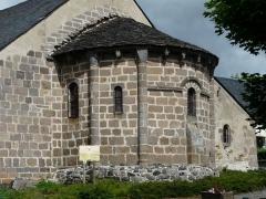 Eglise Saint-Donat - Français:   Chevet roman de l\'église Saint-Donat, Saint-Donat, Puy-de-Dôme, France.
